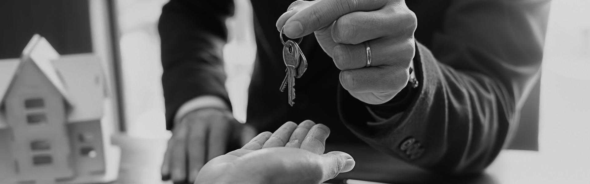 Lagerlöfs Fastighetsmäkleri Prova en mindre mäklare! - det finns fördelar! Kommandörsvägen 6, 114 48 Stockholm 08-42505600 info@lagerlofs.com www.lagerlofs.com