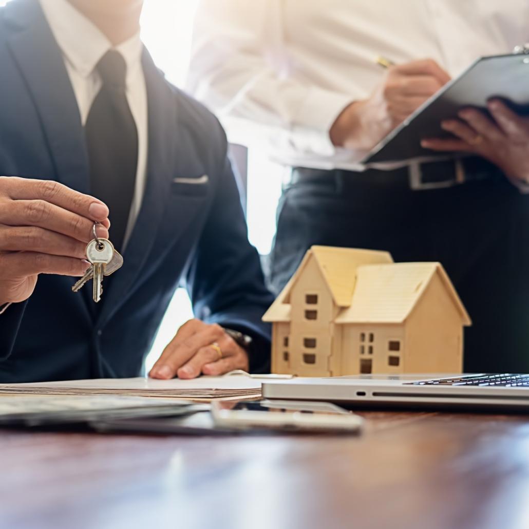 Mäklare ska sälja bostad