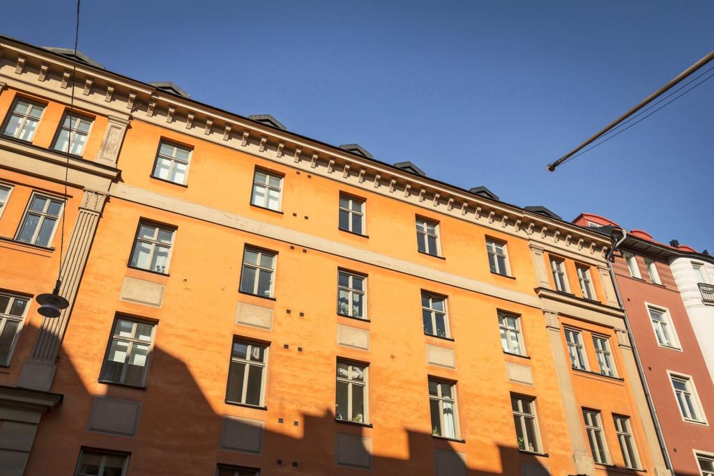 Luftig våning med stor rymlig sällskapsdel, påkostat badrum och låg avgift!