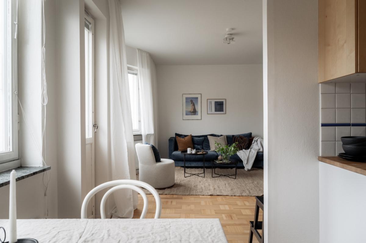 Möjlig minitvåa på sjätte våningen med burspråk, alkov & fransk balkong!